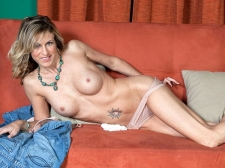 Gianna widens up, just for u!