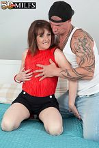 The new British HORNY HOUSEWIFE fucks the delivery boy