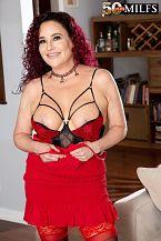 First look: Big-Boob wife Amanda Ryder